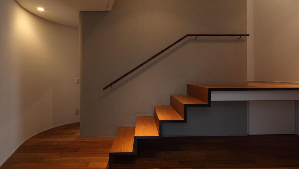 1F階段ホール