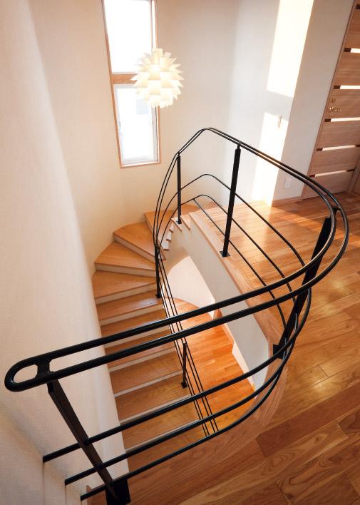 2F階段ホール