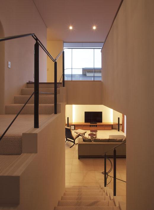 中2階からリビングを望む