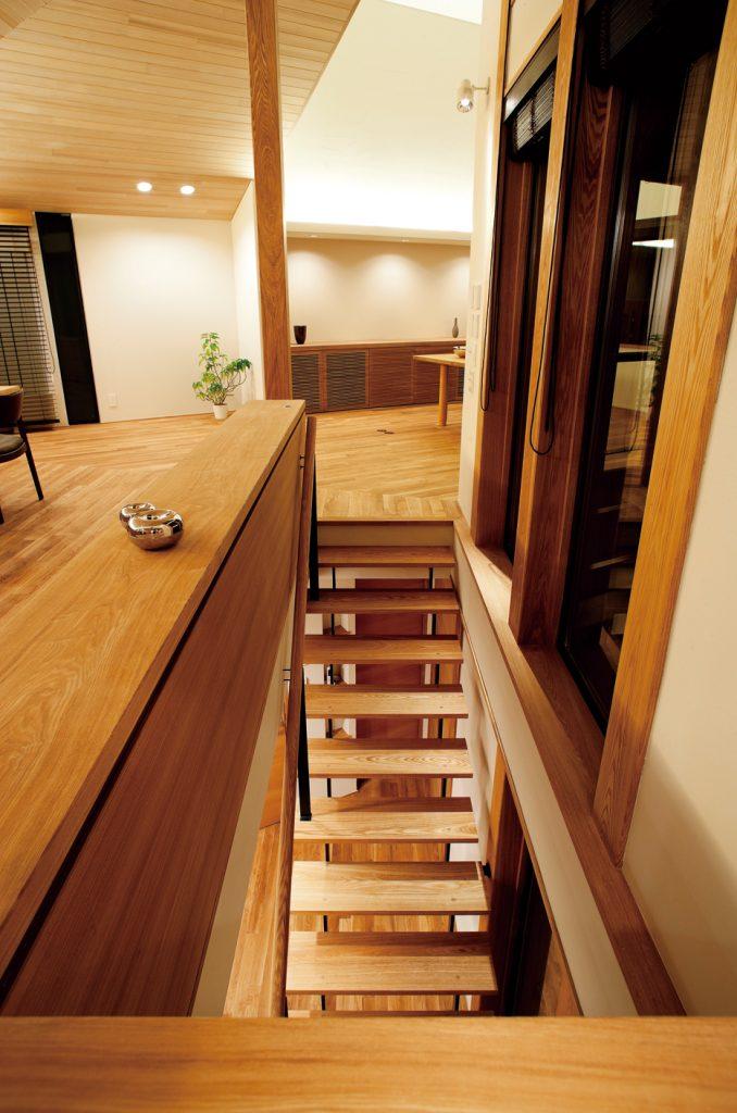 2Fから階段を見る