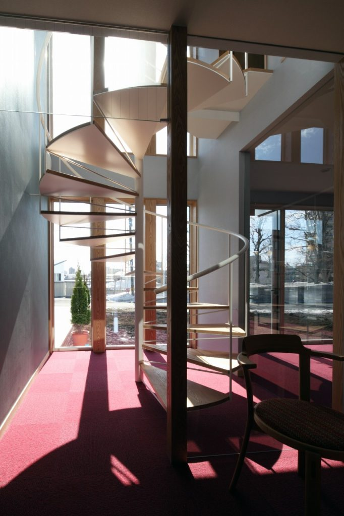 2階書斎へと続く螺旋階段