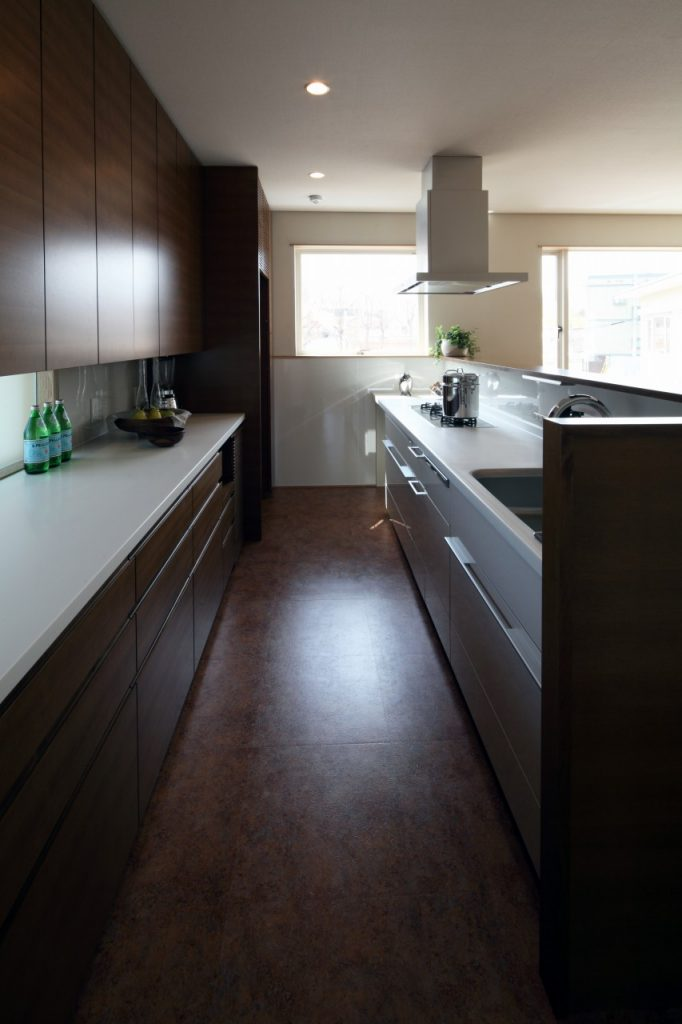 落ち着いた雰囲気のキッチン