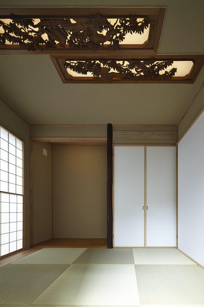 旧家の欄間を再利用した和室照明