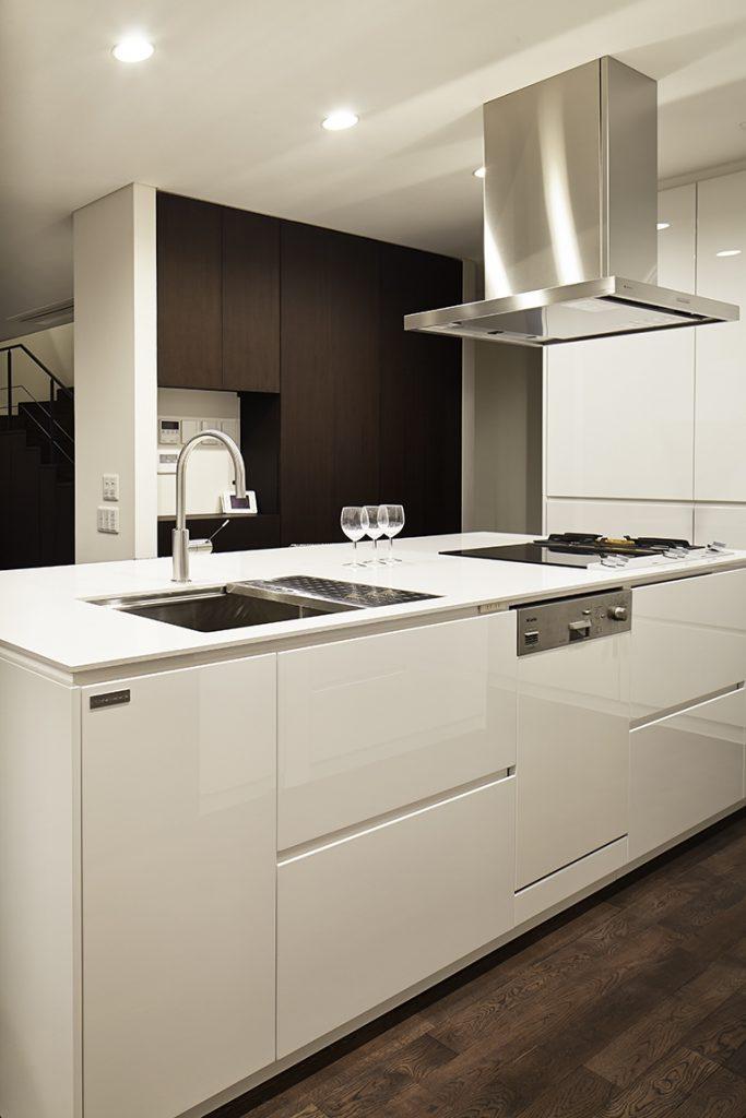 白がで統一されたキッチン