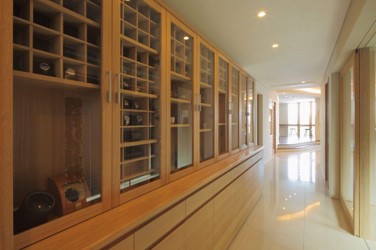 ディスプレー棚はオーナーのコレクション用に造作
