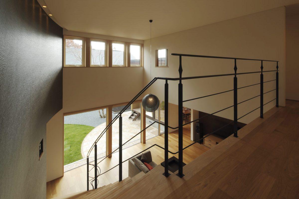 2階から1階を望む