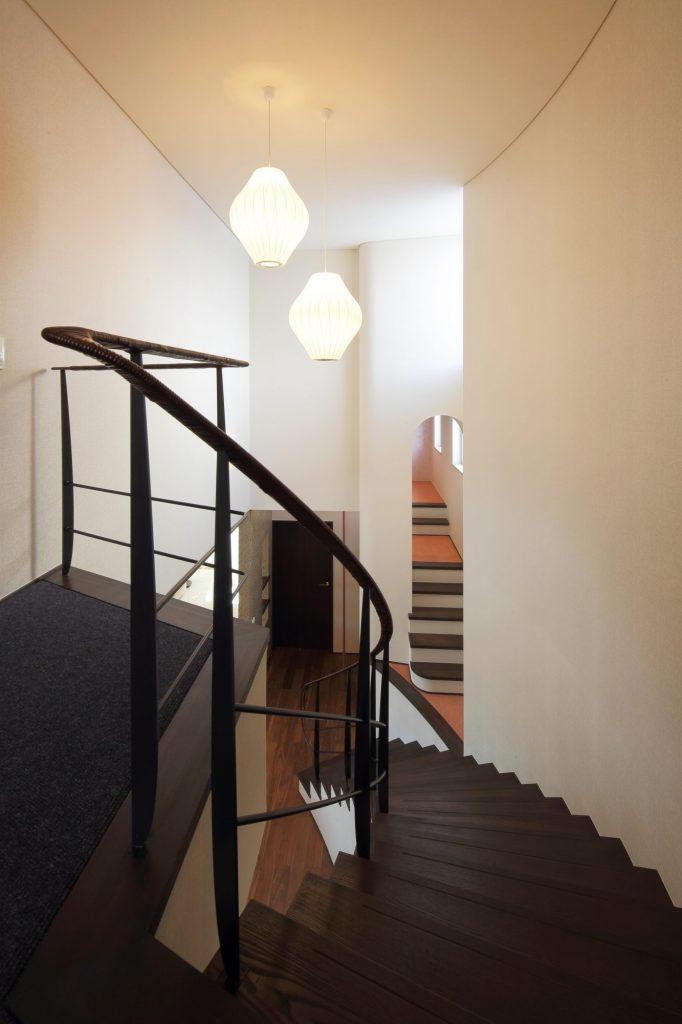 階段から1階を望む